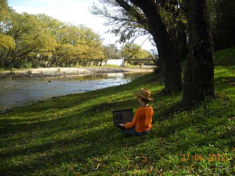 Alpa Corral Pedro relax en el rio
