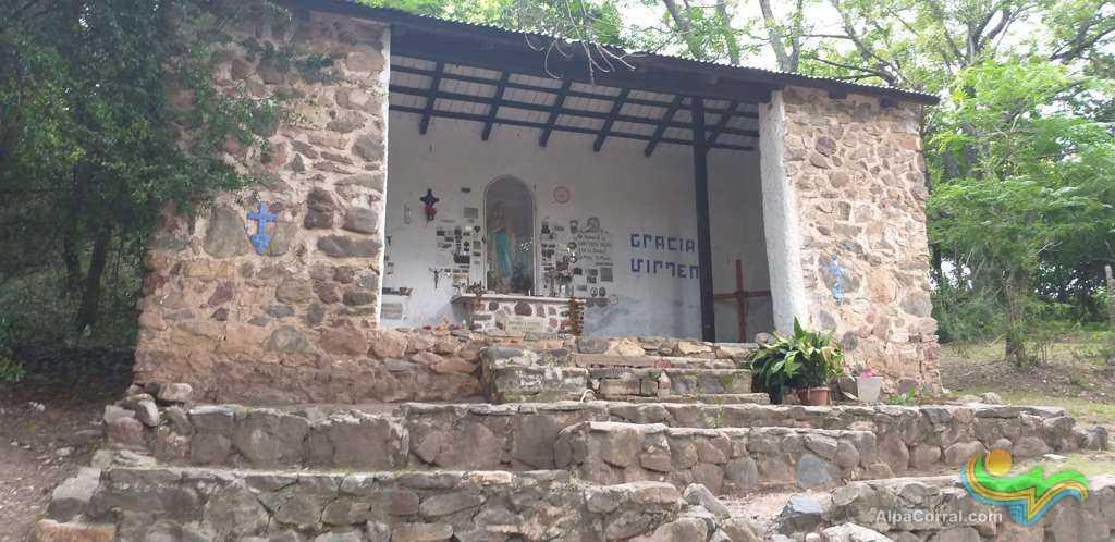 Virgen de Lourdes Alpa Corral gruta grande