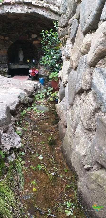 Virgen de Lourdes Alpa Corral gruta con vertiente