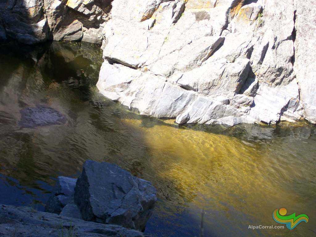 Alpa Corral Cordoba Argentina Aguas Cristalinas pozo con rocas y arena